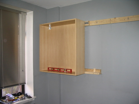 how to hang kitchen wall cabinets hanging the cabinets 17016